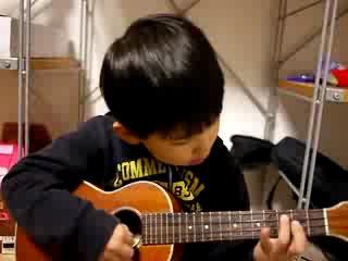 Малыш с гитарой